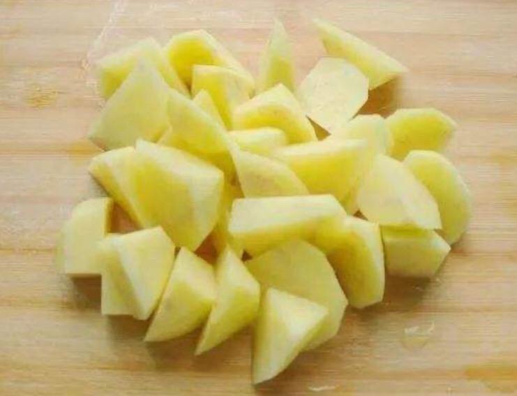 下饭菜-茄子土豆五花肉炖粉条的家常做法