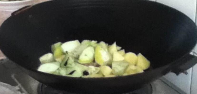 下饭菜-茄子土豆五花肉炖粉条怎么炒