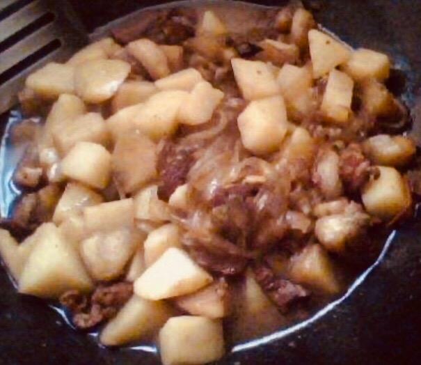 下饭菜-茄子土豆五花肉炖粉条怎么煮