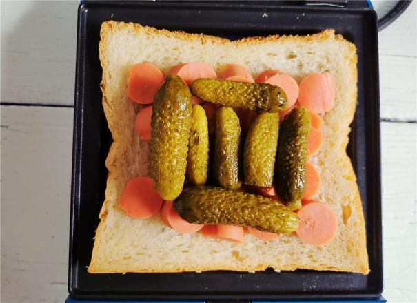 酸青瓜鸡蛋三明治的家常做法