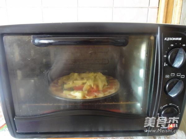 鸡肉火腿花边披萨的制作