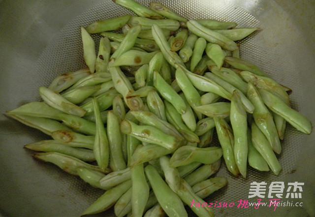 五花肉焖扁豆的家常做法