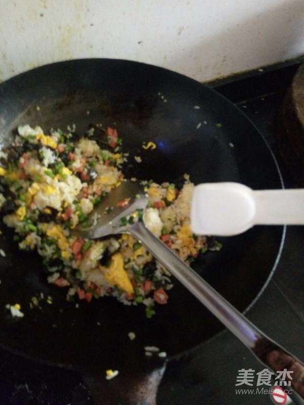 五彩蛋炒饭怎么吃