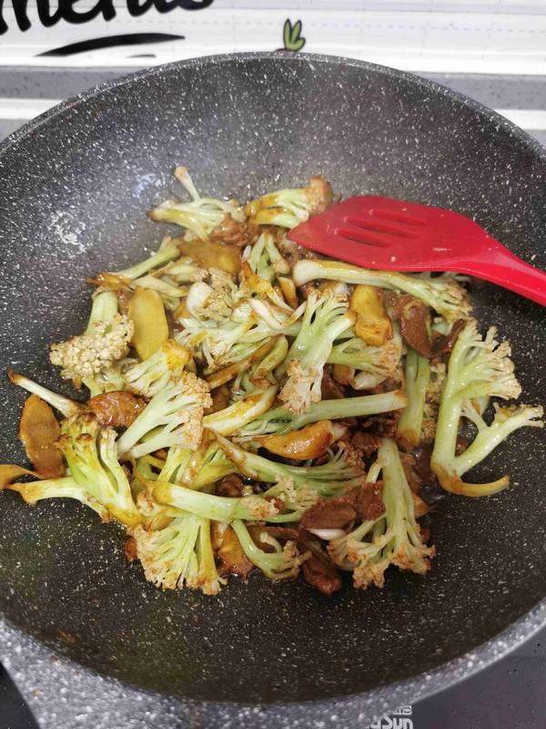 菜花炒肉的制作方法
