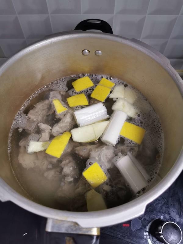 排骨莲藕汤的家常做法
