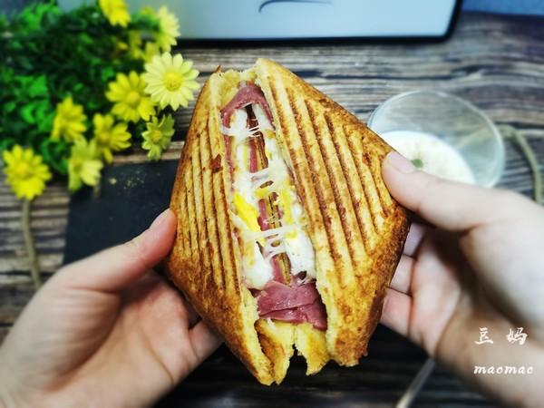 火腿鸡蛋芝士三明治怎么做
