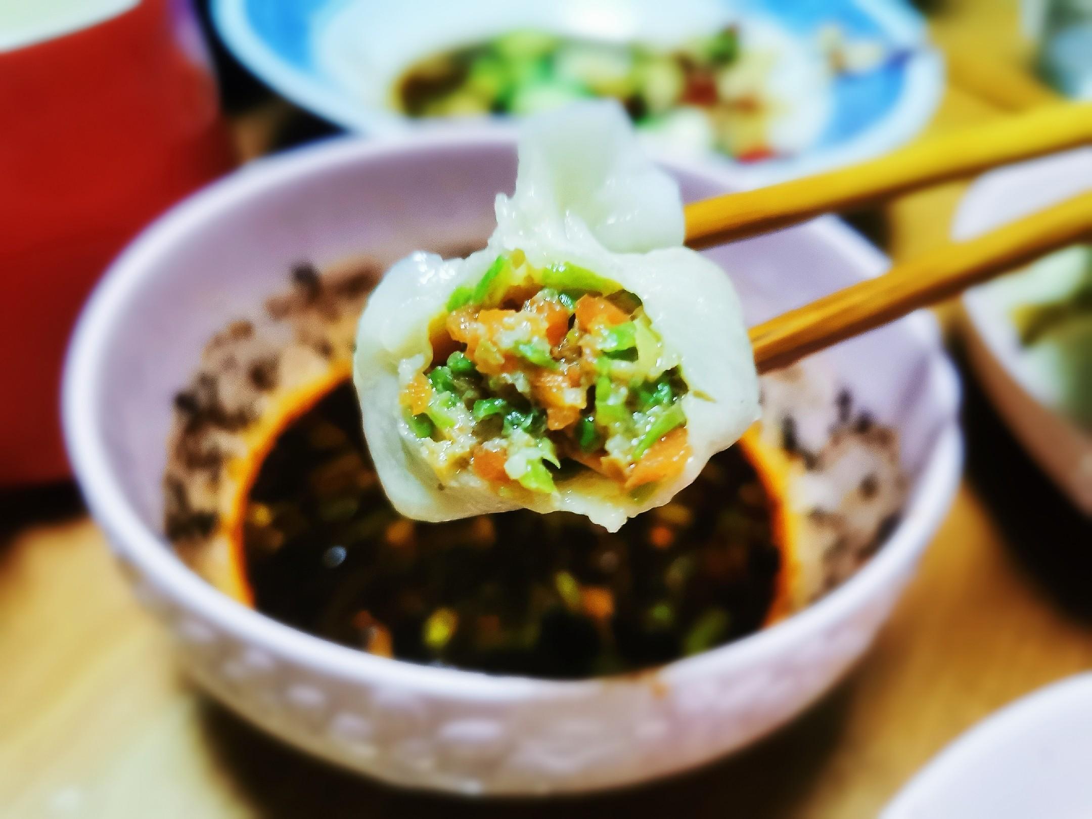 豆角红萝卜肉饺子成品图