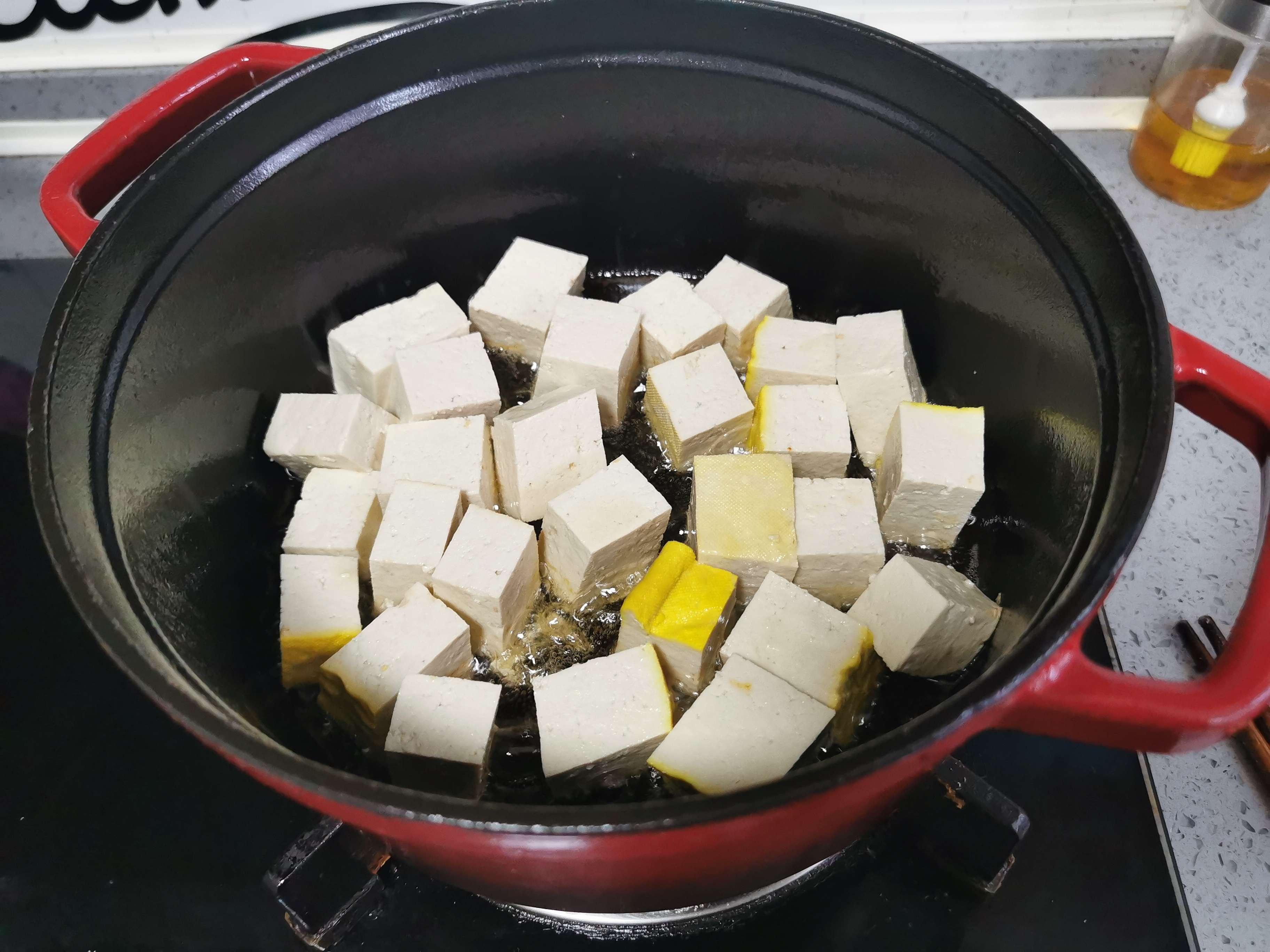 五花肉烧豆腐的简单做法