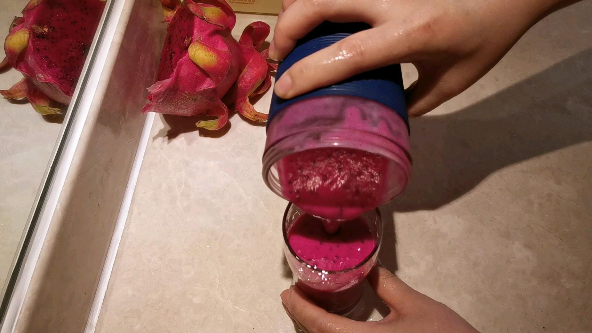 火龙果酸奶杯怎么吃