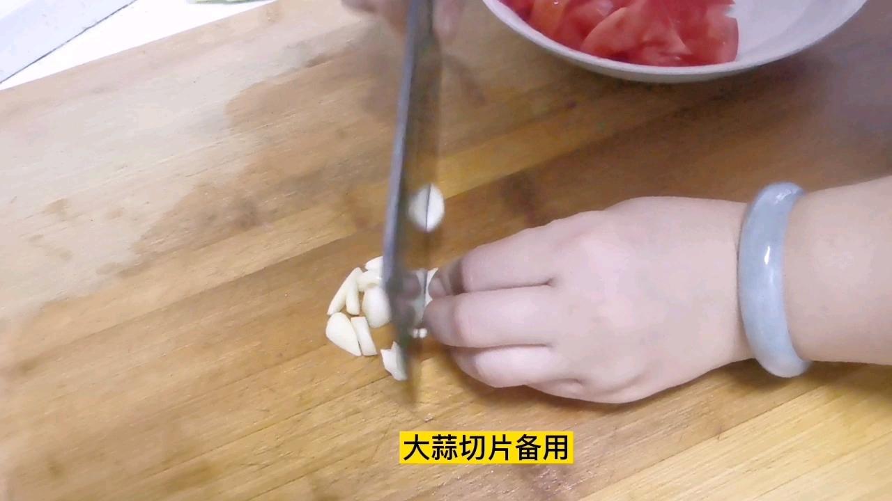 下饭神菜~西红柿炒鸡蛋,大蒜和白糖是提味的关键的家常做法