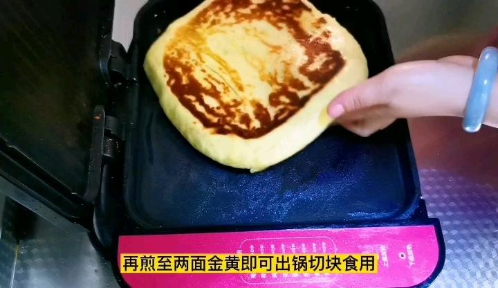 玉米面千层饼,要出多层方法很重要,颜色好看要先蒸后烙怎样煮