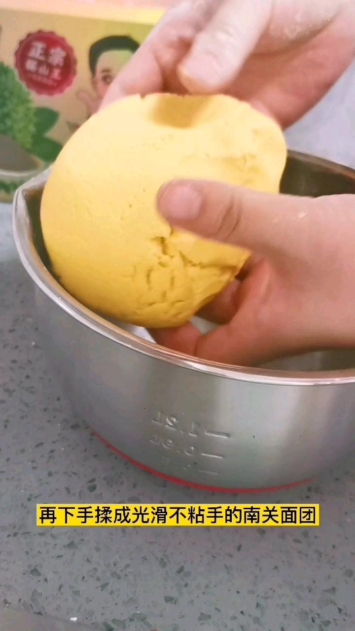 南瓜糯米搭配芝士榴莲,简直不要太好吃哦!的简单做法