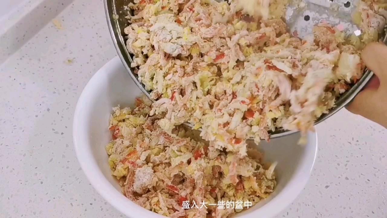 """红萝卜和娃娃菜,加点面粉抓一抓,可以当主食的""""家常麦饭""""怎么做"""