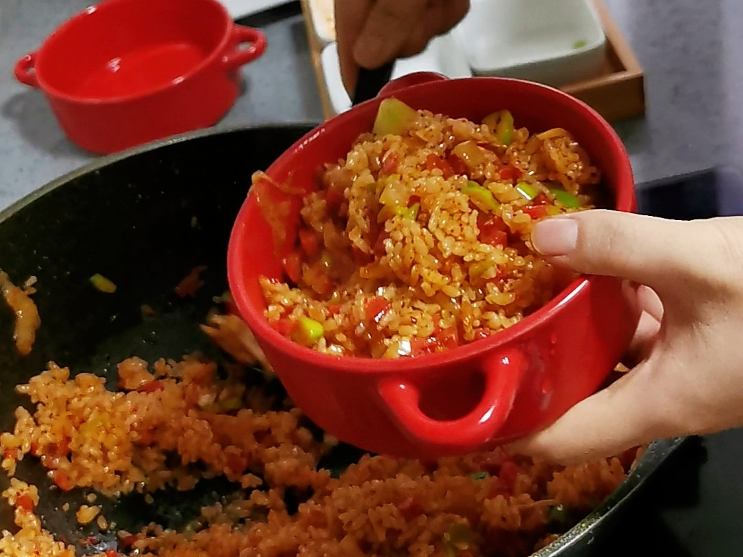 手把手教你做辣白菜芝士焗饭,好吃到没有朋友的步骤