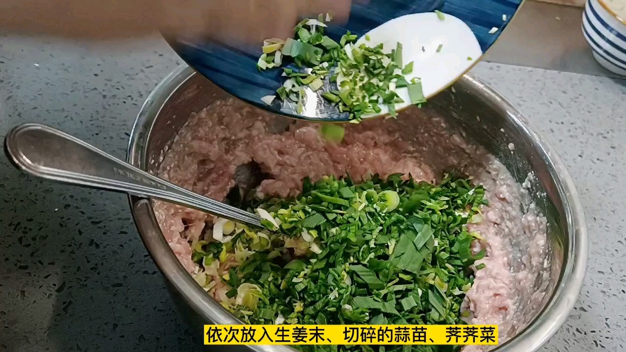 """又到了吃野菜的季节了,今天我们安排""""芨芨菜肉饺子""""的家常做法"""