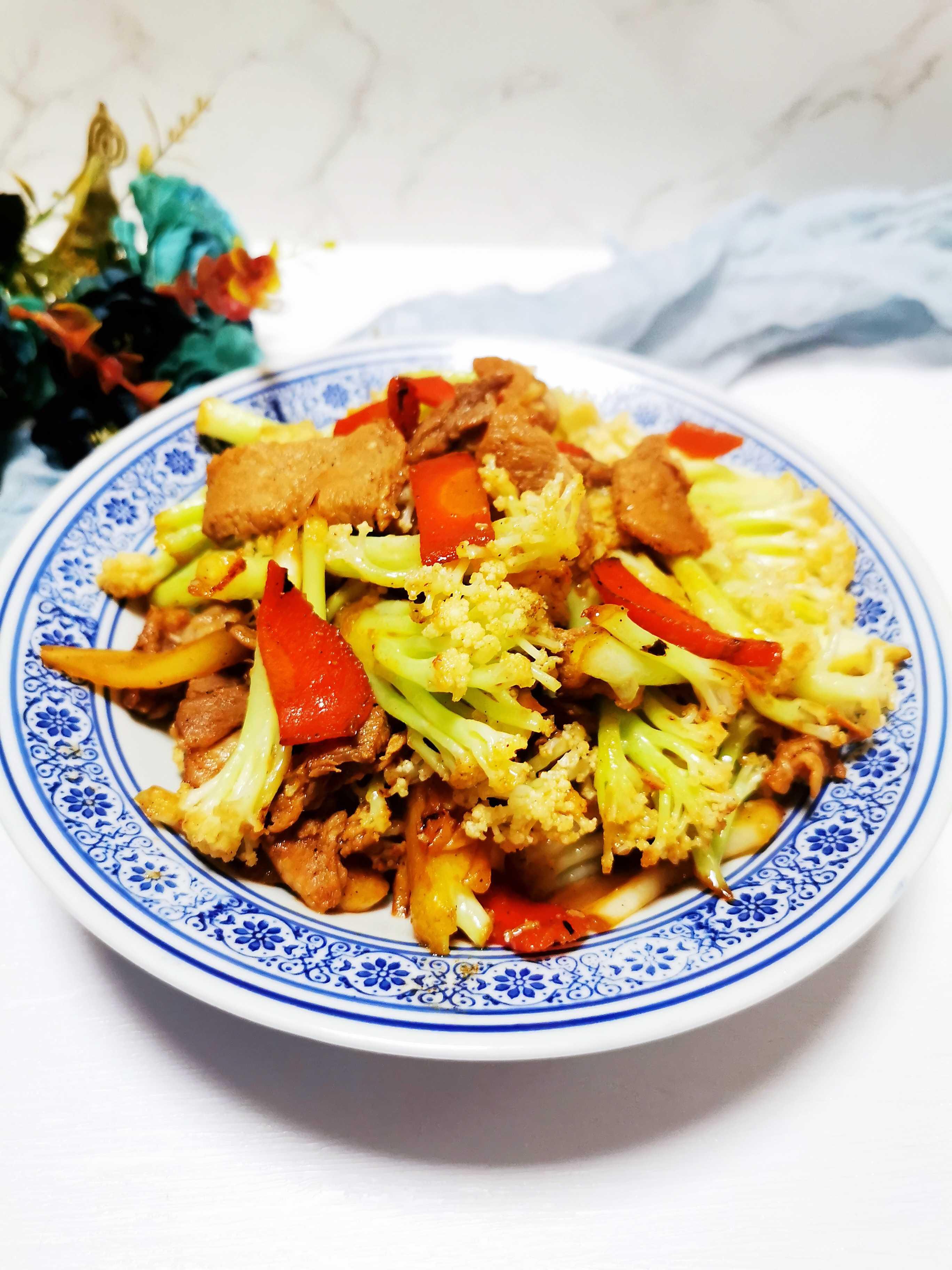 菜花炒肉脆爽清甜,猪肉要炒出来滑嫩,一定是凉油下锅成品图