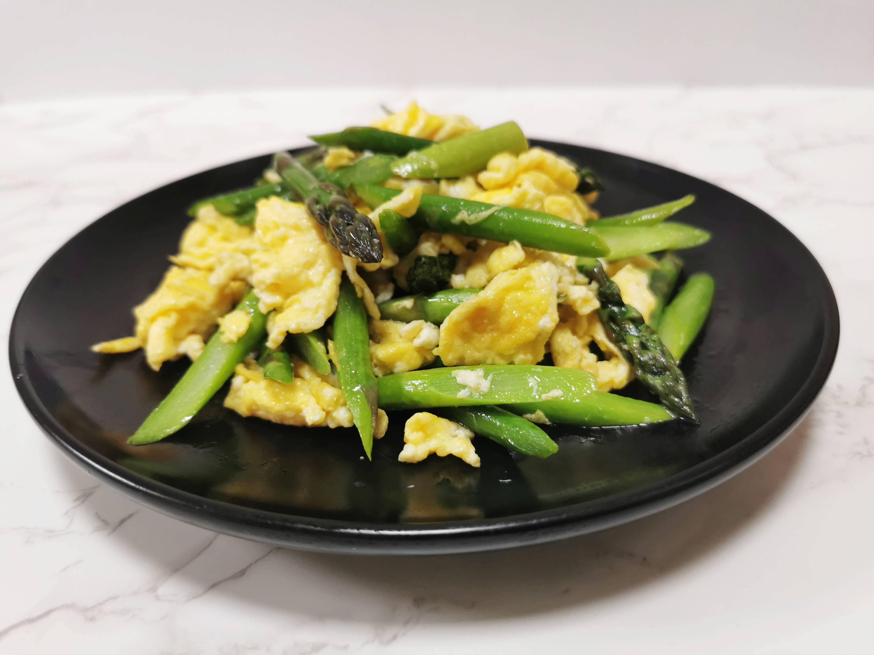 春天的芦笋很是清甜,不要过多调味品,就可以吃出它的美味成品图