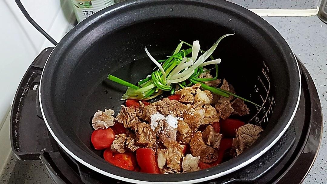 不加一滴水做出来的西红柿炖牛肉,保证汤汁你都要喝光,不加一滴水做出来的西红柿炖牛肉,保证汤汁你都要喝光的家常做法
