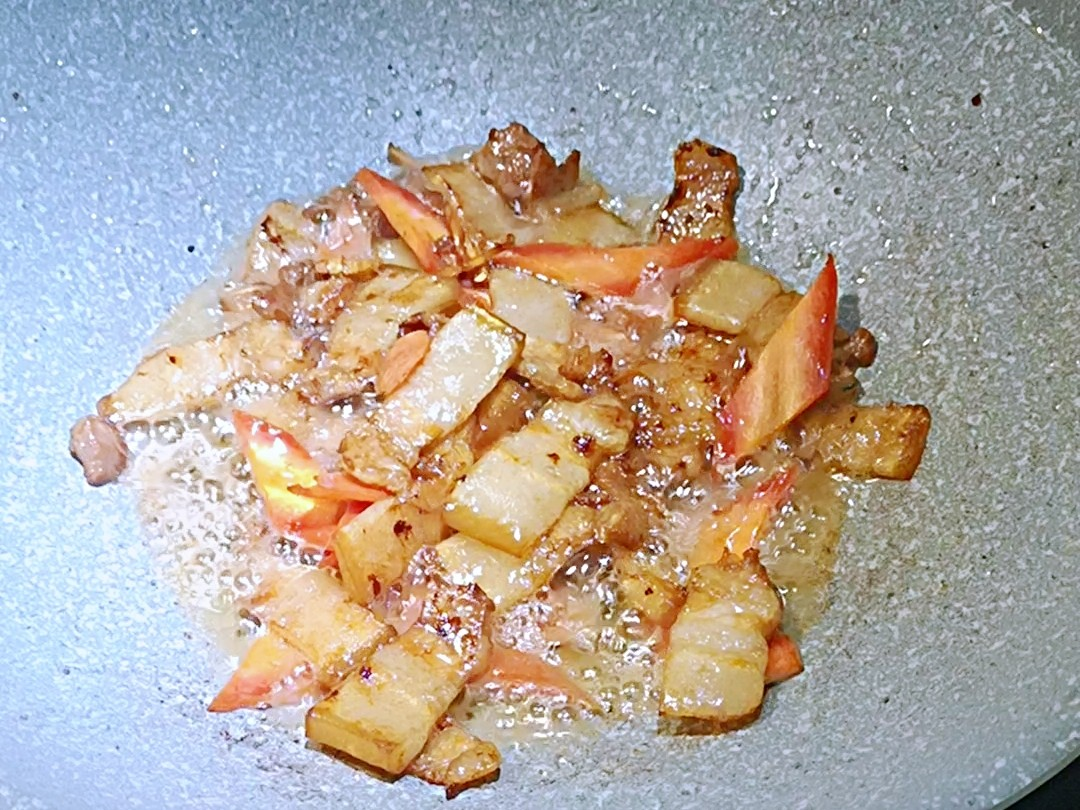 家常菜:五花肉炒茭白的步骤