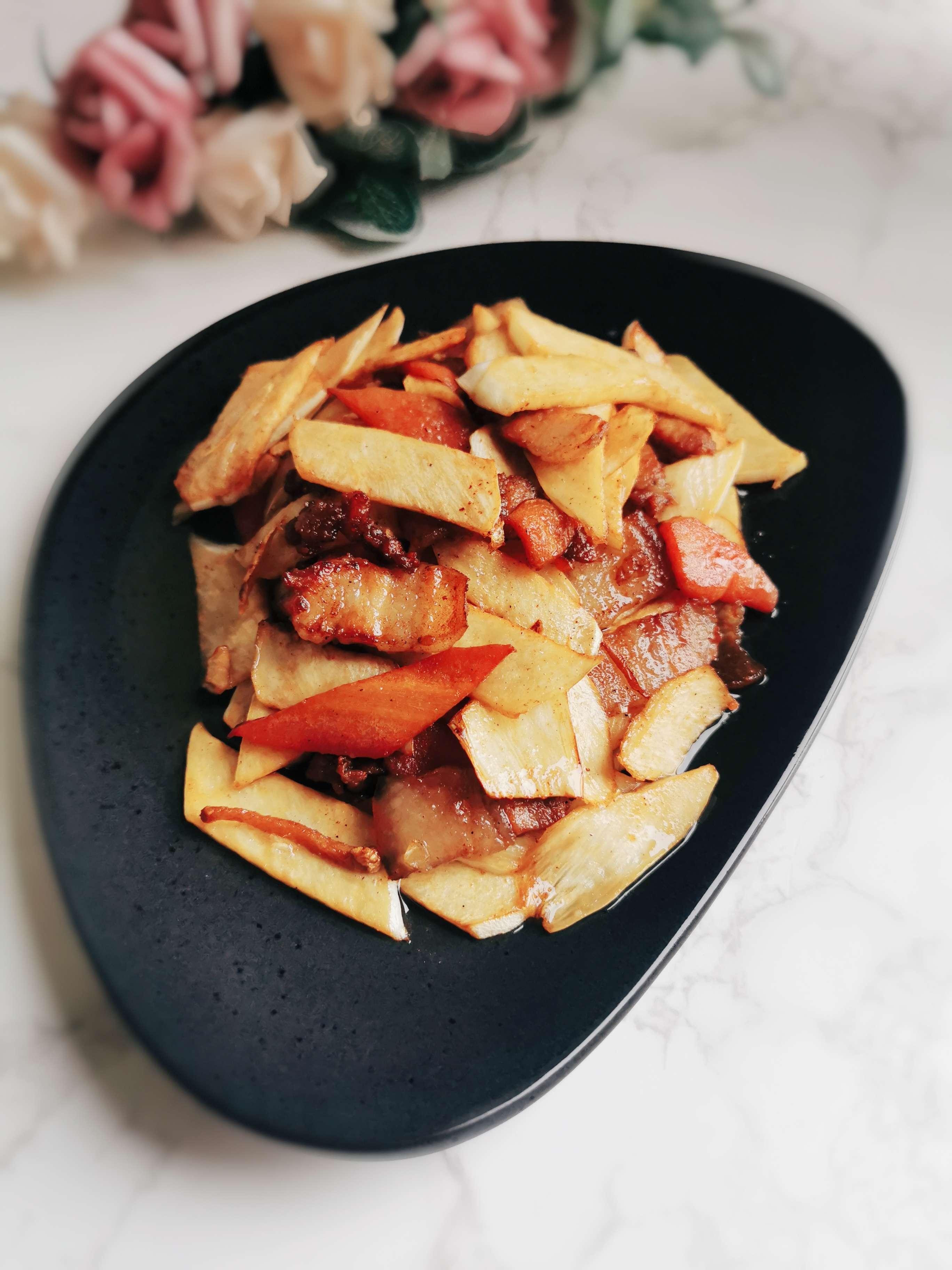 家常菜:五花肉炒茭白成品图