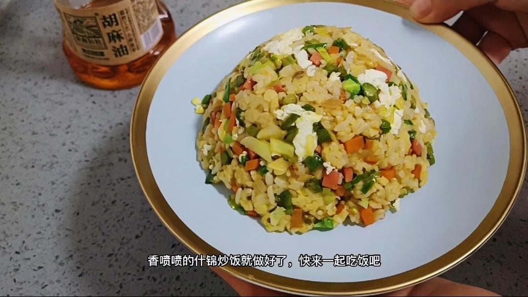 高颜值的炒饭就是剩米饭的春天,喜欢的菜可以随意搭配的步骤