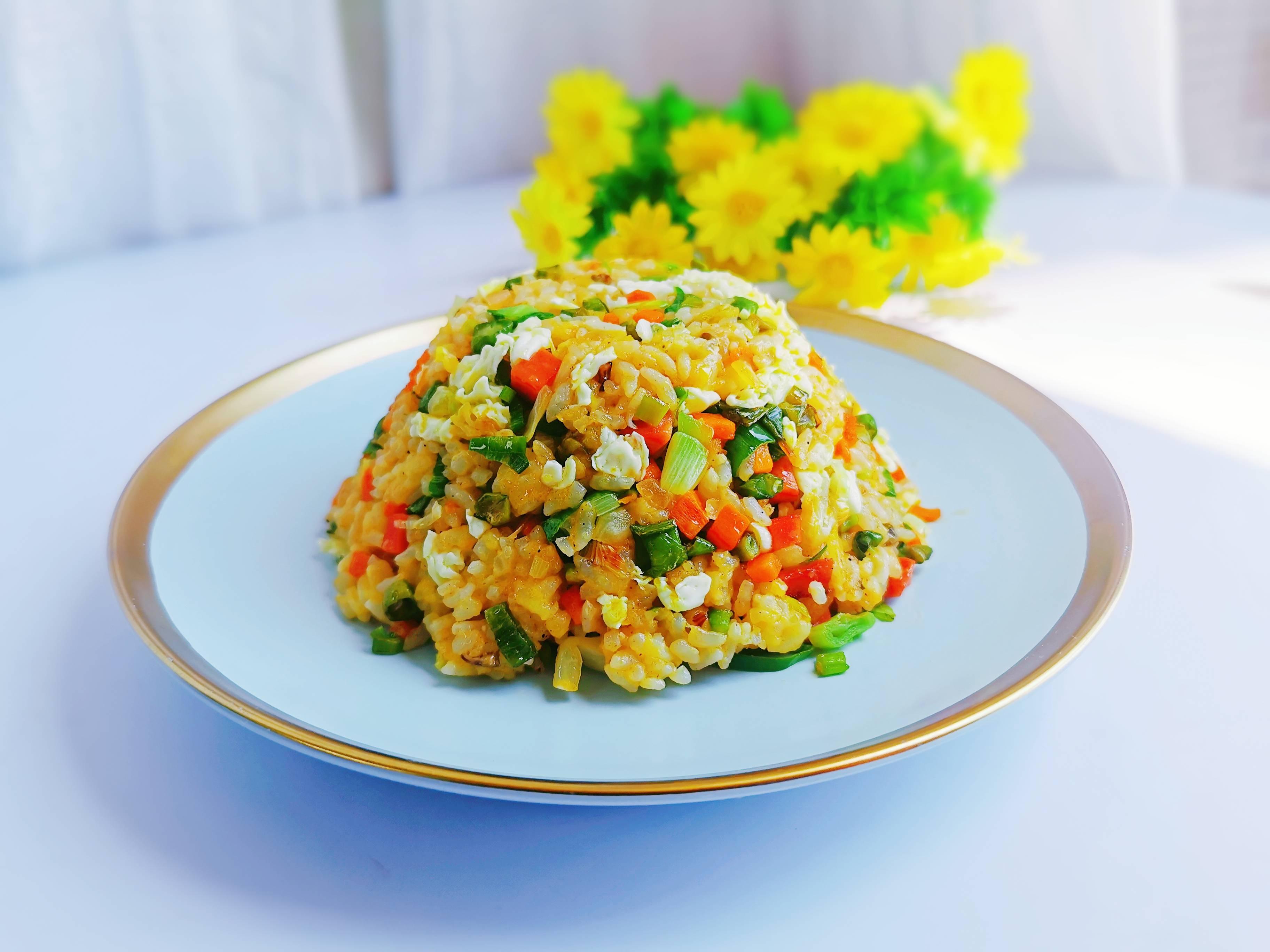 高颜值的炒饭就是剩米饭的春天,喜欢的菜可以随意搭配成品图