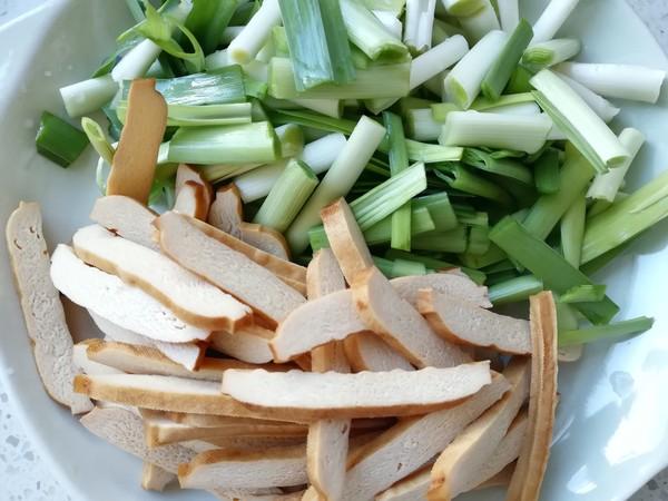 青蒜香干回锅肉的家常做法