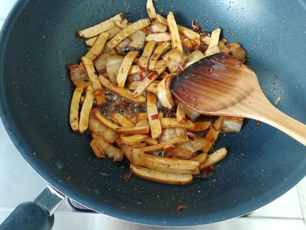 青蒜香干回锅肉怎么炒