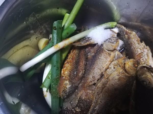 糖醋酥鲫鱼怎么吃