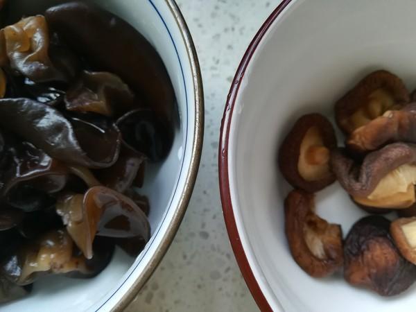 香菇木耳烧素鸡的做法图解