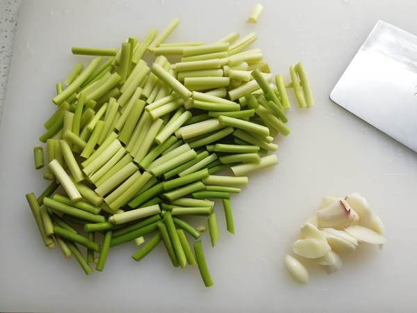 核桃仁炒蒜苔的做法大全