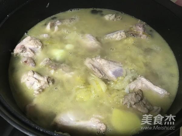 东北酸菜炖排骨怎么炒