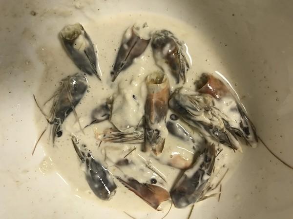 酥炸虾头的家常做法