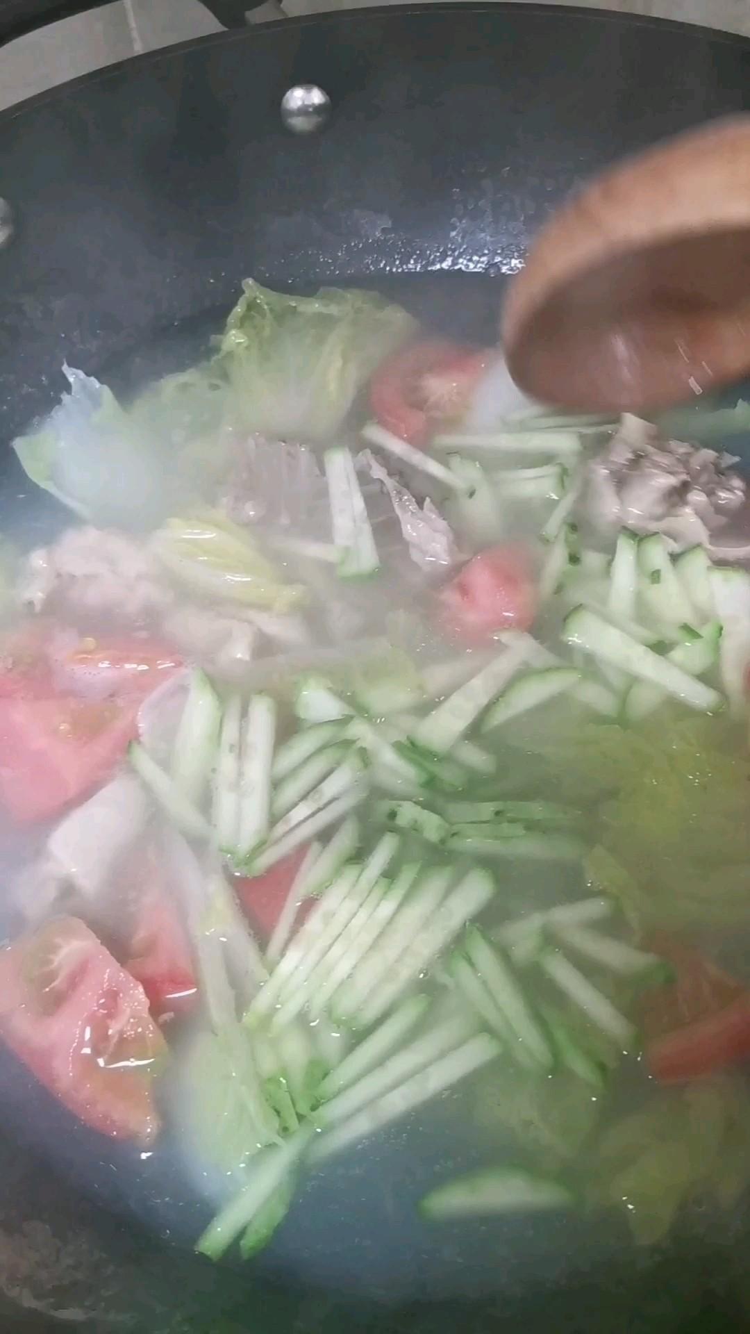蔬菜鸡汤面的简单做法