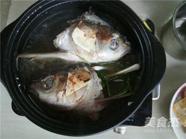 砂锅鱼头炖豆腐怎么做