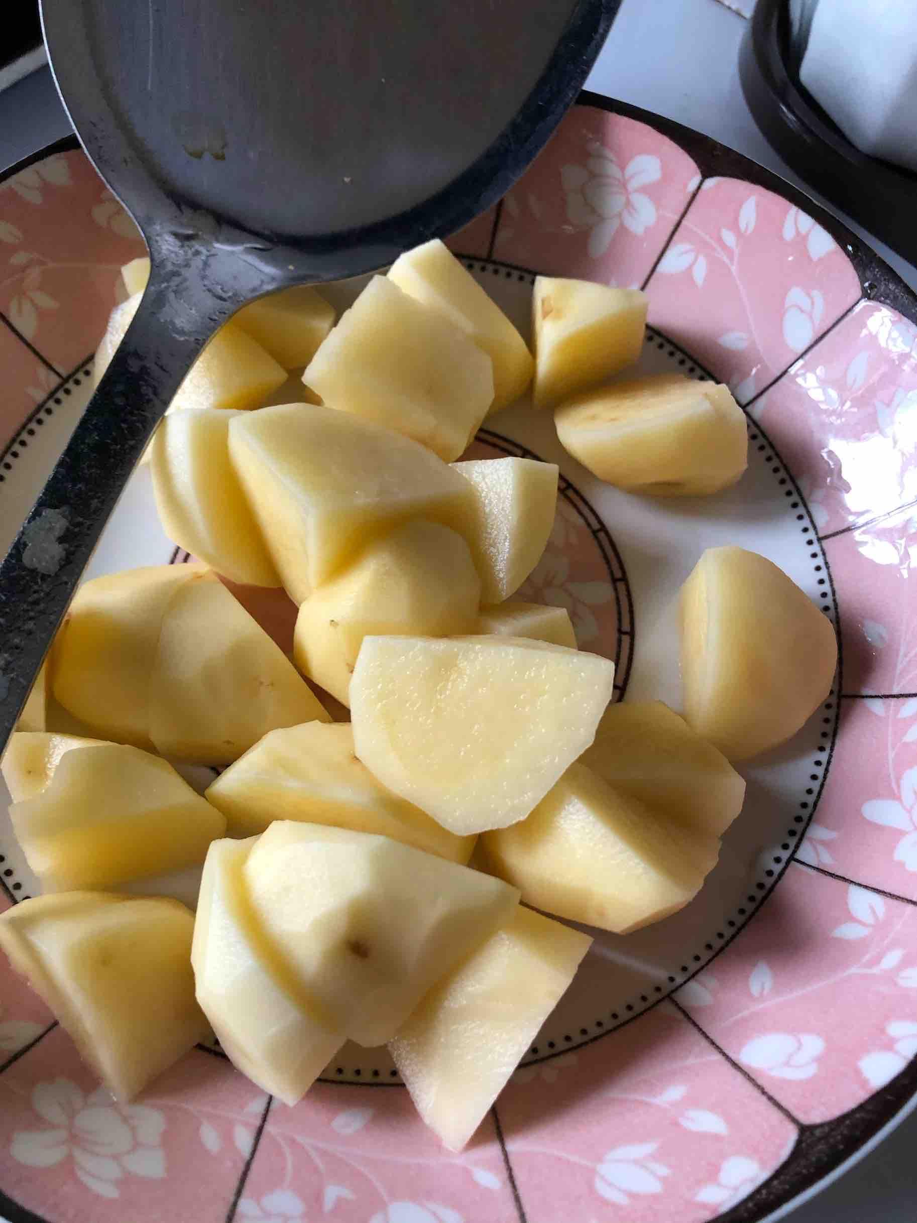 香辣排骨烧土豆怎么煸