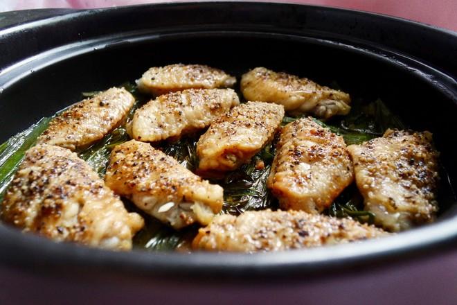 住在塔吉锅里的鸡翅--葱油鸡翅成品图