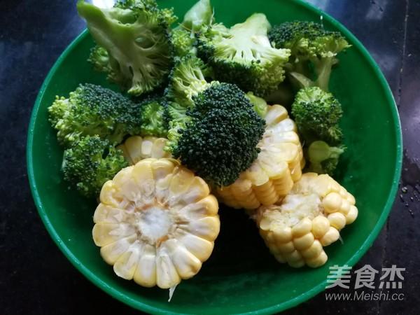 玉米豆腐鱼头汤的做法大全