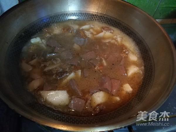 鸭血韭菜油渣芋艿羹怎么煮