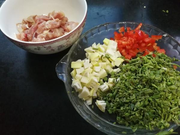 香椿炒鸡米的做法图解