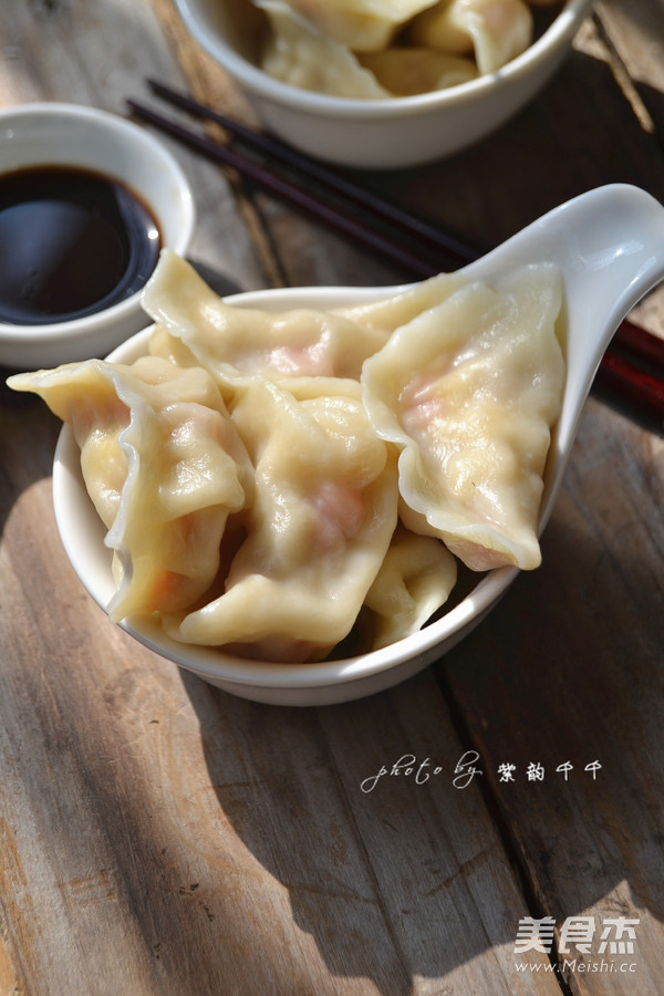 玉米胡萝卜猪肉饺子成品图