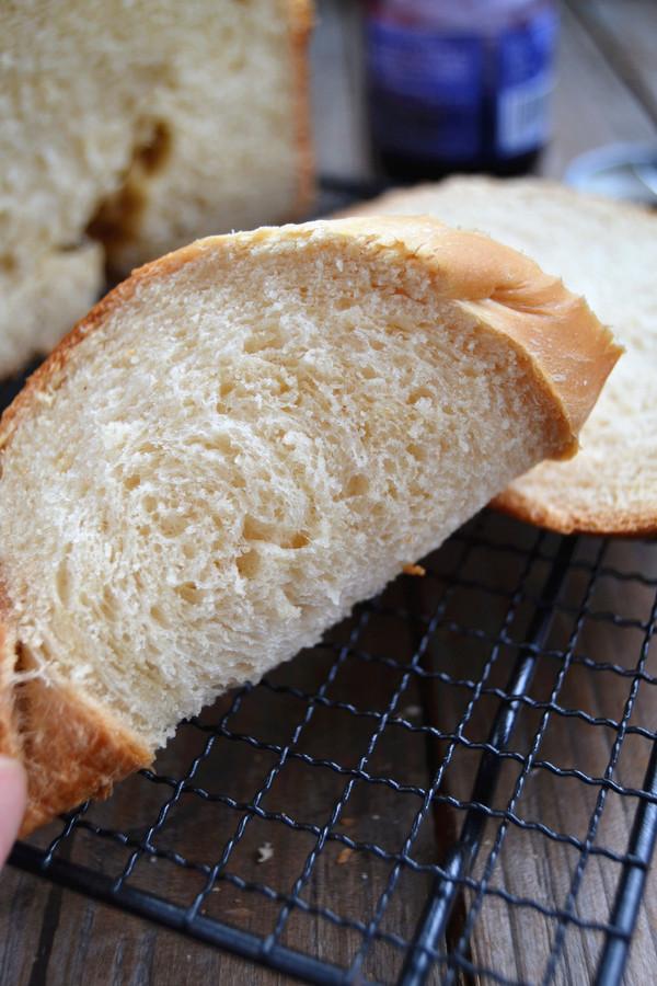 花生吐司面包成品图