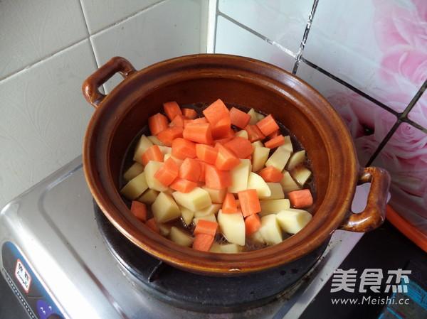 胡萝卜土豆炖牛肉怎样煮