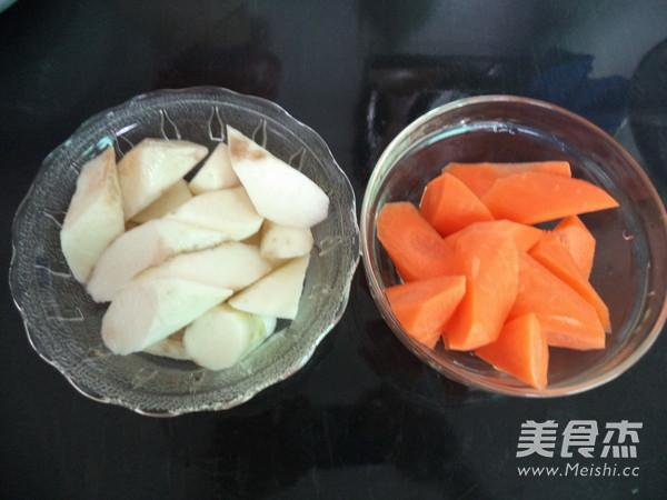 胡萝卜山药鲫鱼汤的步骤