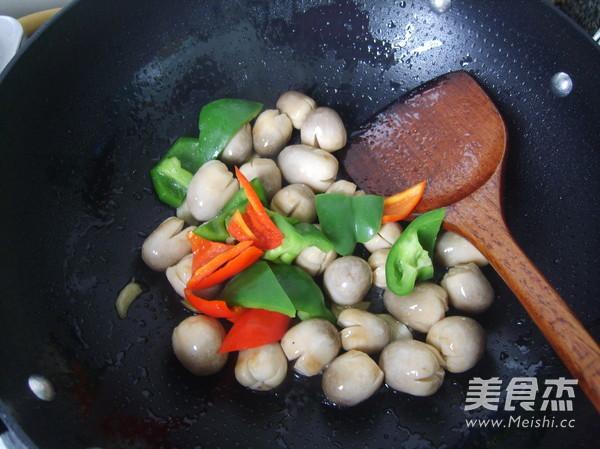 蚝油草菇怎样煸