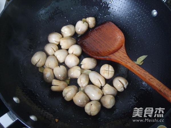 蚝油草菇怎么煸