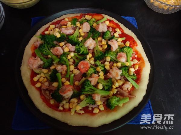 培根鲜虾披萨的制作