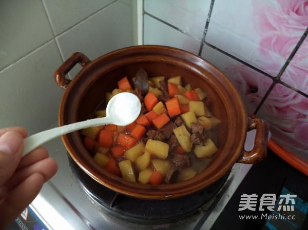 胡萝卜土豆炖牛肉怎样炖