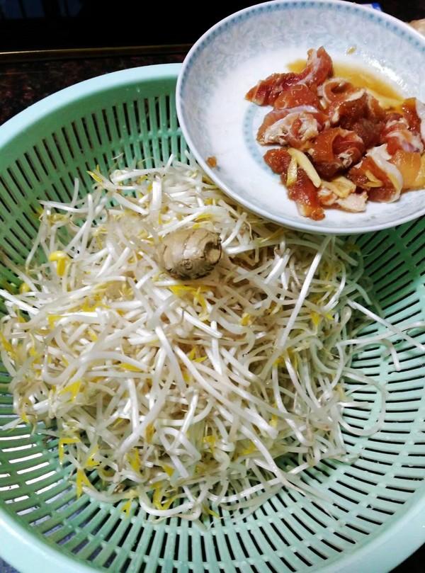 芽菜肉片炒河粉的做法图解