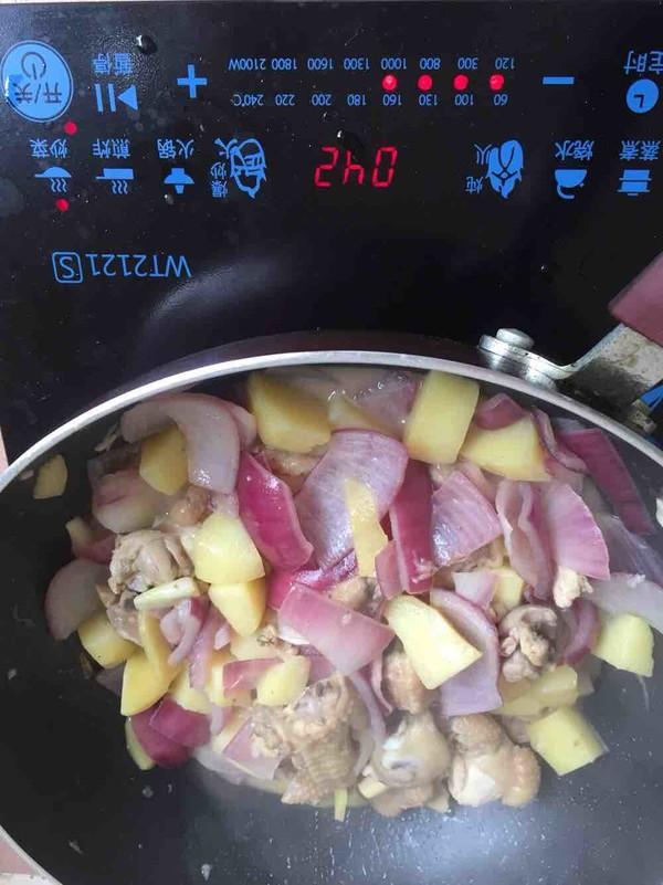 土豆洋葱焖鸡的制作